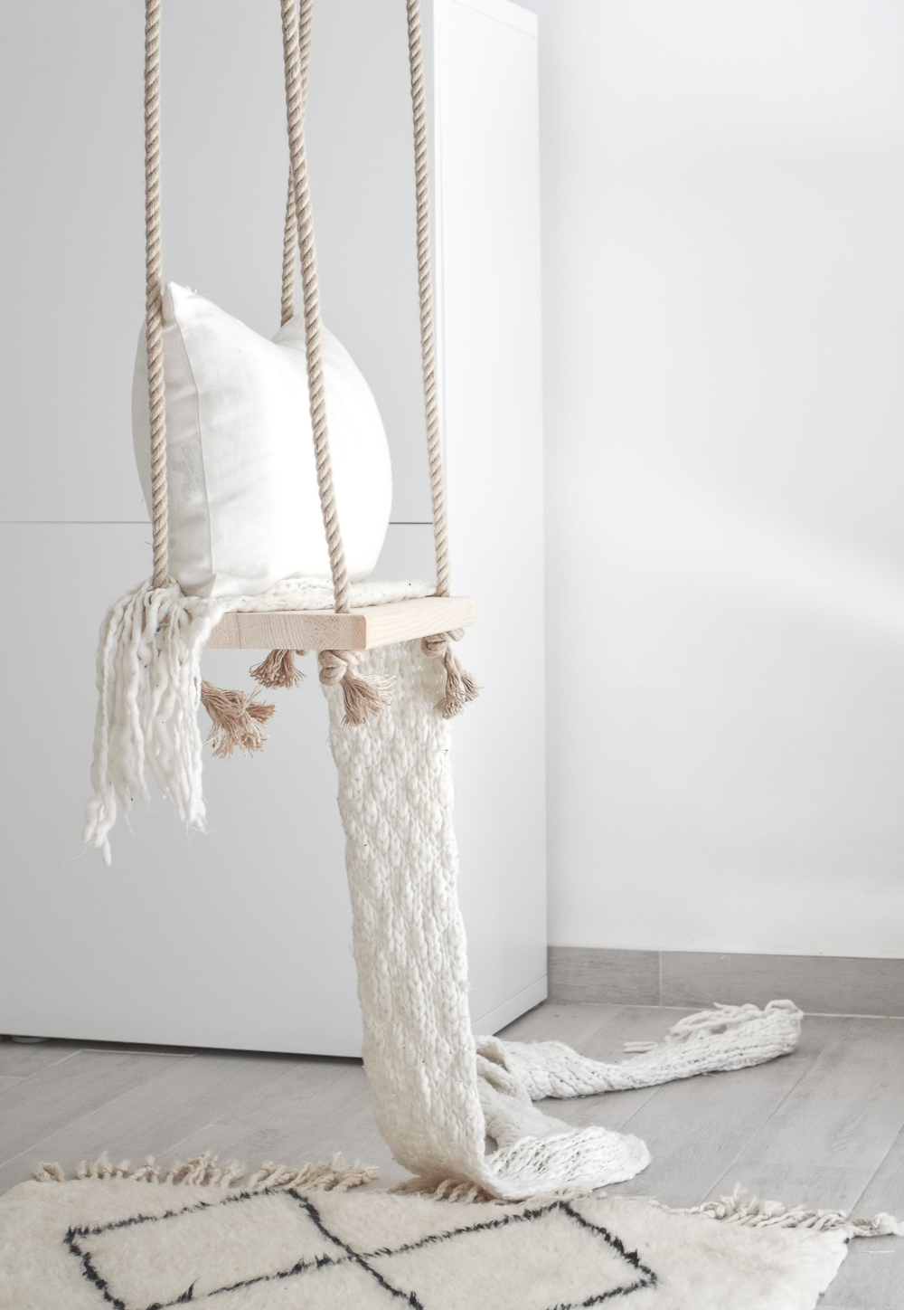 Merveilleux DIY Dreamy Indoor Swing