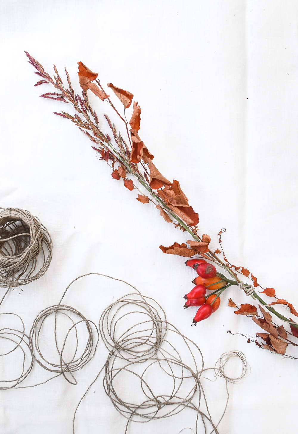 DIY Simple Garland For the Autumn Season