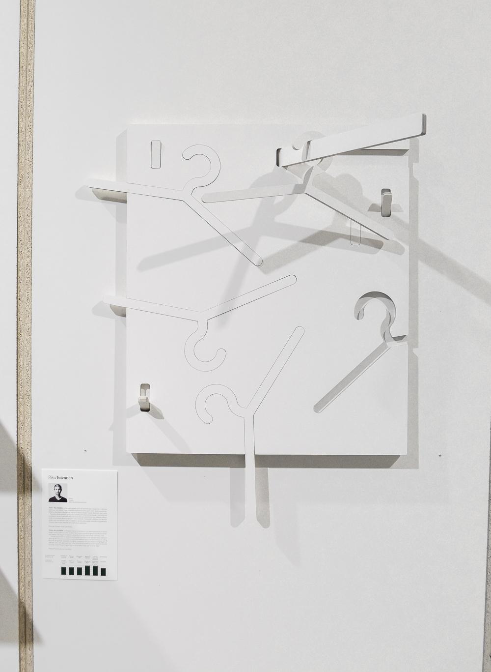 Interactive hangers
