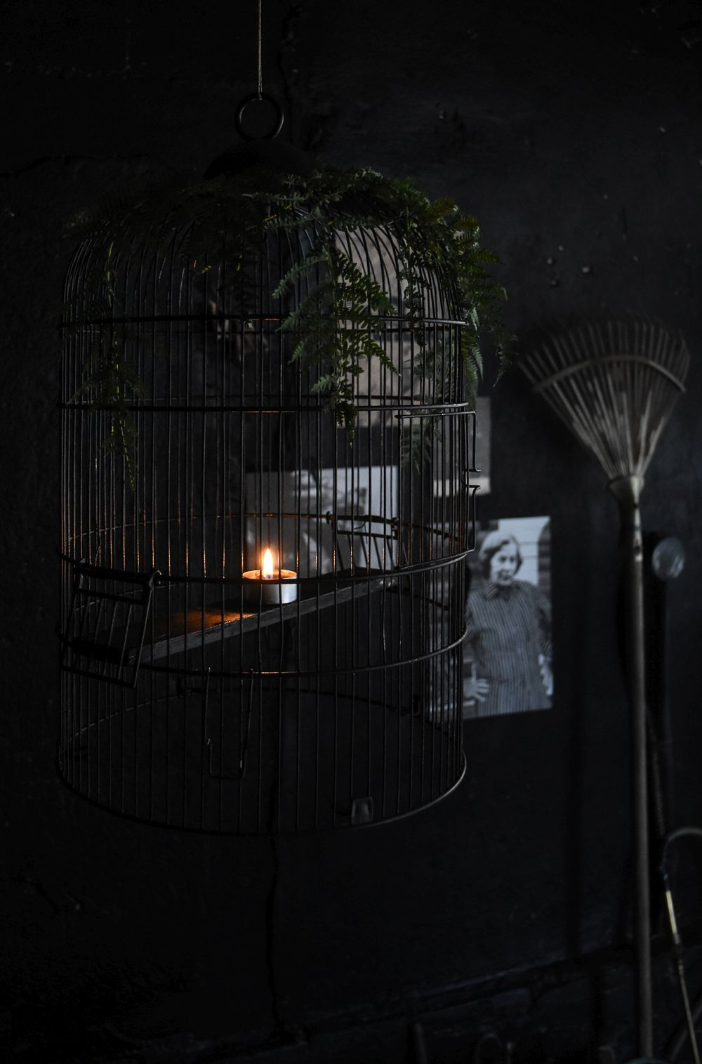halloween-chandelier-from-a-bird-cage