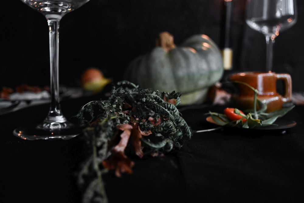 halloween-table-setting-idea-tableware