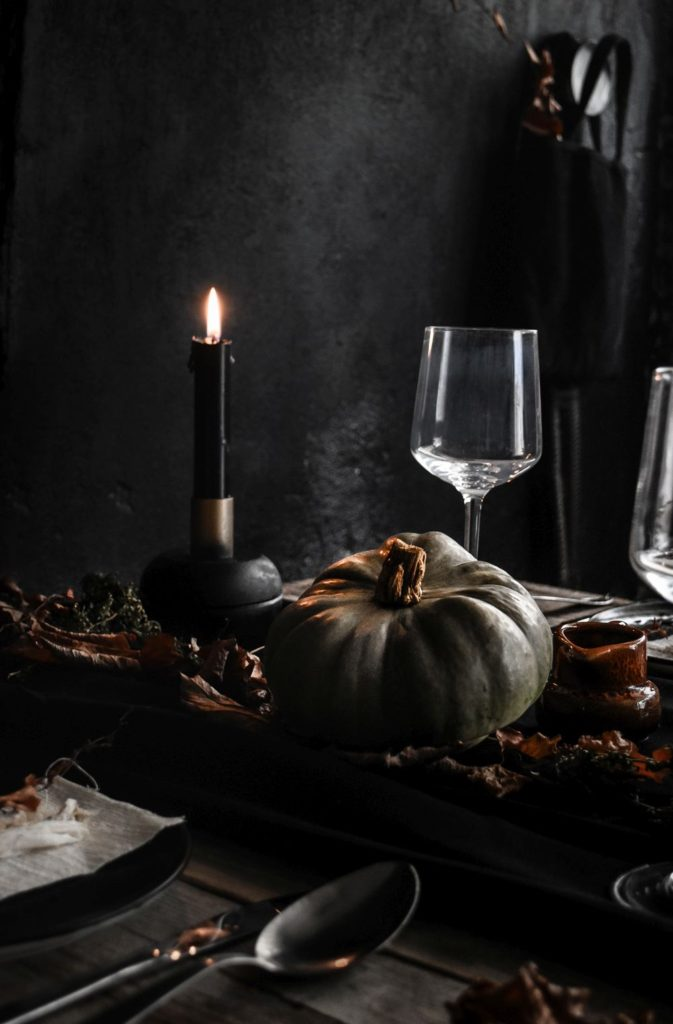 halloween-table-setting-idea-black-candles-and-pumpkin