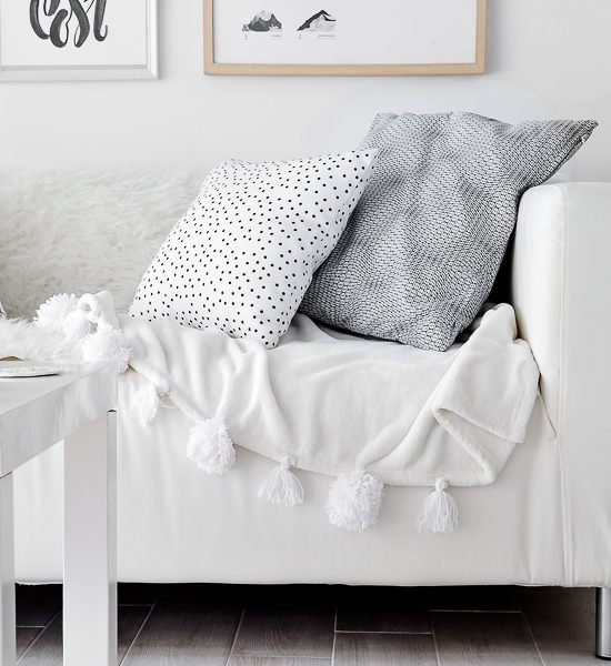 DIY Easy Pom-Pom Blanket