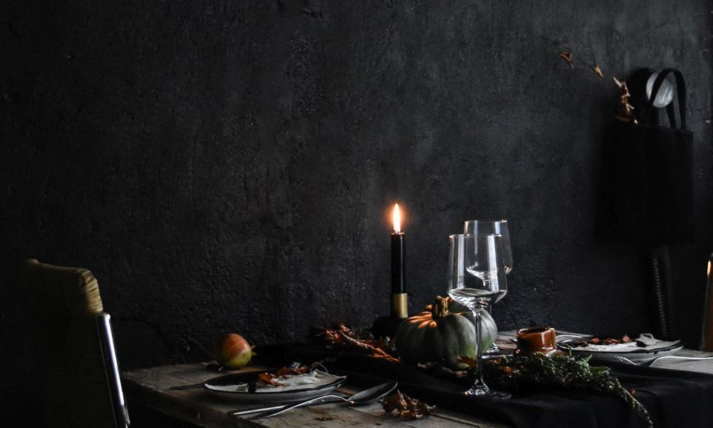 Halloween series – Dramatic Table Setting Idea