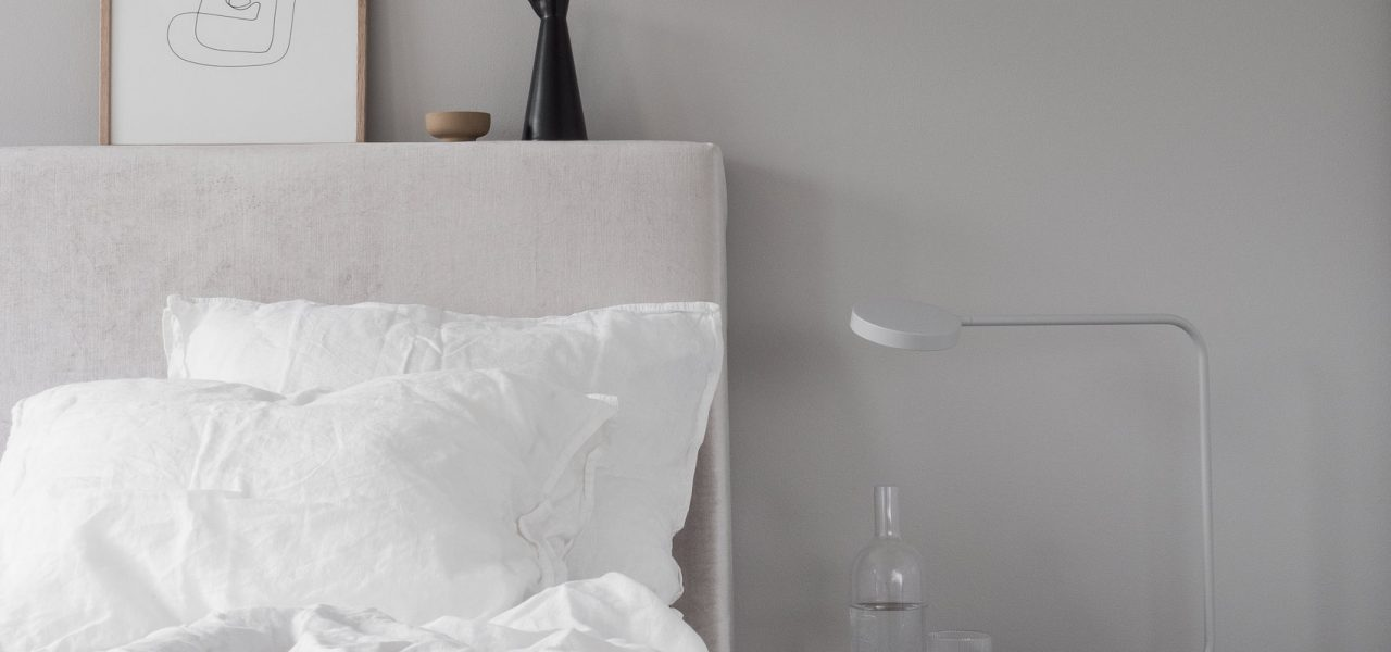 Minimal and cosy bedroom styling